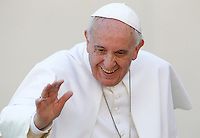 Papa Francesco saluta i fedeli al termine dell'udienza generale del mercoledi' in Piazza San Pietro, Citta' del Vaticano, 18 febbraio 2015.<br /> Pope Francis waves to faithful as he leaves at the end of his weekly general audience in St. Peter's Square at the Vatican, 18 February 2015.<br /> UPDATE IMAGES PRESS/Isabella Bonotto<br /> <br /> STRICTLY ONLY FOR EDITORIAL USE
