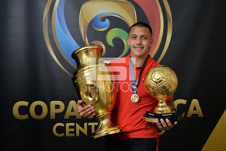 East Rutherford, NJ - Sunday June 26, 2016: Alexis Sanchez, Copa America trophy after a Copa America Centenario finals match between Argentina (ARG) and Chile (CHI) at MetLife Stadium.