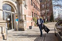Das Robert Koch-Institut, eine selbststaendige deutsche Bundesoberbehoerde fuer Infektionskrankheiten.<br /> Im Bild: Lothar H. Wieler, Praesident des Robert Koch-Instituts.<br /> 16.3.2020, Berlin<br /> Copyright: Christian-Ditsch.de<br /> [NUR FUER REDAKTIONELLE ZWECKE! Werbung nur auf Anfrage beim Fotografen. Inhaltsveraendernde Manipulation des Fotos nur nach ausdruecklicher Genehmigung des Fotografen. Vereinbarungen ueber Abtretung von Persoenlichkeitsrechten/Model Release der abgebildeten Person/Personen liegen nicht vor. NO MODEL RELEASE! Don't publish without copyright Christian-Ditsch.de, Veroeffentlichung nur mit Fotografennennung, sowie gegen Honorar, MwSt. und Beleg. Konto: I N G - D i B a, IBAN DE58500105175400192269, BIC INGDDEFFXXX, Kontakt: post@christian-ditsch.de<br /> Bei der Bearbeitung der Dateiinformationen darf die Urheberkennzeichnung in den EXIF- und  IPTC-Daten nicht entfernt werden, diese sind in digitalen Medien nach §95c UrhG rechtlich geschuetzt. Der Urhebervermerk wird gemaess §13 UrhG verlangt.]