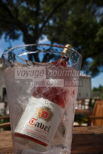 Europe/France/Languedoc-Roussillon/30/Gard/Tavel: Bouteille de Tavel AOC  Rosé dans un seau à Glace
