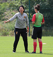 20200627 - TUBIZE , Belgium : Head coach Tamara Cassimon is giving instruction during pictured a training session of the Belgian Red Flames U17, on the 27 th of June 2020 in Tubize.  PHOTO SEVIL OKTEM| SPORTPIX.BE