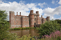 Grossbritannien, England, East Sussex, Herstmonceux: Herstmonceux Castle, Tudor Schloss | Great Britain, England, East Sussex, Herstmonceux: Herstmonceux Castle, brick-built Tudor castle