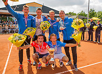 Simpeled, Netherlands, 19 June, 2016, Tennis, Playoffs Eredivisie Men, Champions team Nieuwekerk celebrate their victory<br /> Photo: Henk Koster/tennisimages.com