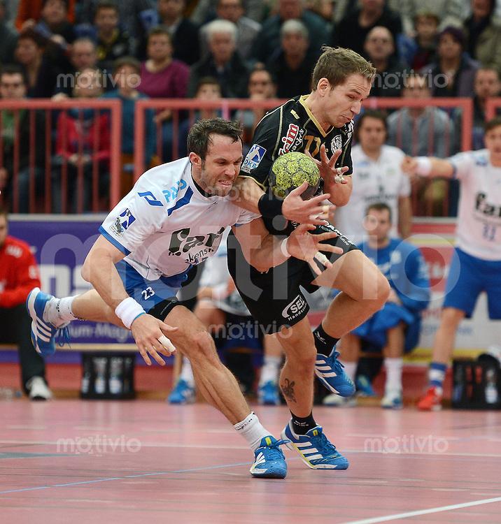 Handball 1. Bundesliga  2012/2013  in der Paul Horn Arena Tuebingen TV Neuhausen - TV Grosswallstadt    23.11.2012 Ralf Bader (re, TV Neuhausen) gegen Oliver Koehrmann (li, TV Grosswallstadt)