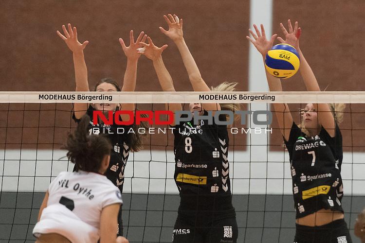 26.10.2016, Vechta, Halle GAV, GER, DVV-Pokal-Achtelfinale, VFL Oythe vs Desdner SC 1898, im Bild<br /> <br /> Veronik Skorupka (VFL Oythe #07)<br /> Liz McMahon (DSC Dresden #14)<br /> Barbora Purchartov&aacute; (DSC Dresden #08)<br /> Dominika Strumilo (DSC Dresden #07)<br /> Foto &copy; nordphoto / Kokenge