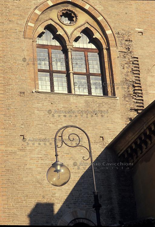 Mantova, particolare della facciata di Palazzo Ducale in Piazza Sordello.<br /> Mantua, detail of the facade of Palazzo Ducale in Piazza Sordello.
