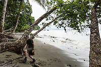 The beach, Playa Pan Dulce, near Derek Ferguson's home on Peninsula de Osa, Puntarenas, Costa Rica. CREDIT: Lisa Corson for The Wall Street Journal     SLUG: OFFGRID-Costa Rica Images are available for editorial licensing, either directly or through Gallery Stock. Some images are available for commercial licensing. Please contact lisa@lisacorsonphotography.com for more information.