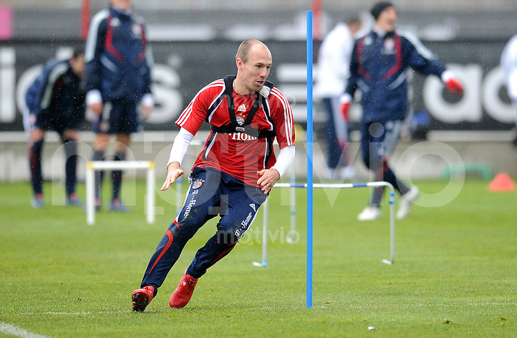 Fussball 1. Bundesliga:  Saison   2009/2010    Training beim FC Bayern Muenchen 14.04.2010 Arjen Robben (FCB)