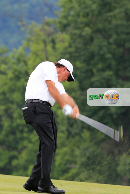 Phil Mickelson (USA) on the 17th hole during Wednesday's Practice Day of the 2016 U.S. Open Championship held at Oakmont Country Club, Oakmont, Pittsburgh, Pennsylvania, United States of America. 15th June 2016.<br /> Picture: Eoin Clarke | Golffile<br /> <br /> <br /> All photos usage must carry mandatory copyright credit (&copy; Golffile | Eoin Clarke)