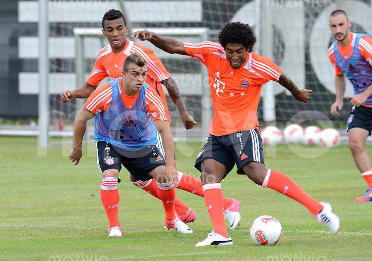 FUSSBALL  1. BUNDESLIGA   SAISON  2012/2013  04.07.2012 Training beim FC Bayern Muenchen  Xherdan Shaqiri gegen Dante (v. li.)