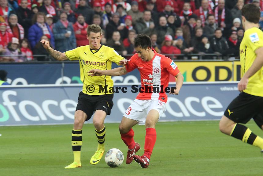 Shinji Okazaki (Mainz) setzt sich durch - 1. FSV Mainz 05 vs. Borussia Dortmund, Coface Arena, 14. Spieltag