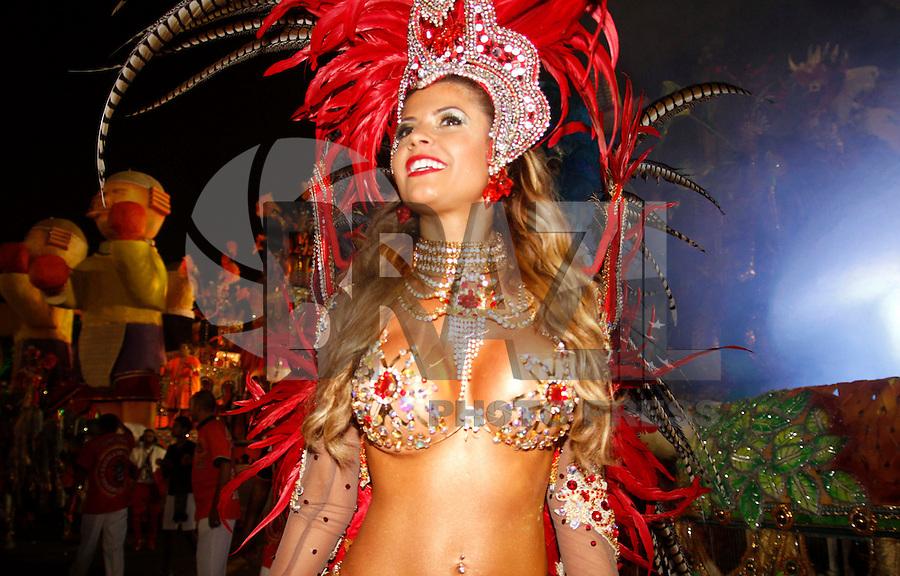 SAO PAULO, SP, 18 DE FEVEREIRO 2012 - CARNAVAL SP - DRAGOES DA REAL - A ex BBB Cacau da escola de samba Dragoes da Real momentos antes do desfile na segunda noite do Carnaval 2012 de São Paulo, no Sambódromo do Anhembi, na zona norte da cidade, neste sábado.(FOTO: ALE VIANNA - BRAZIL PHOTO PRESS).