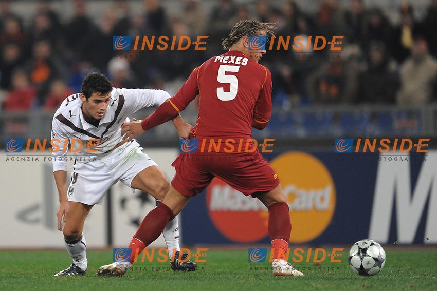 Philippe Mexes (Roma) Yoann Gourcuff (bordeaux)<br /> Roma 9/12/2008 Stadio &quot;Olimpico&quot; <br /> Champions League 2008/2009 <br /> Roma Bordeaux (2-0)<br /> Foto Andrea Staccioli Insidefoto