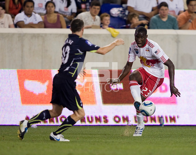 Robbie Keane, Tony Tchani. Tottenham defeated the New York Red Bulls, 2-1.