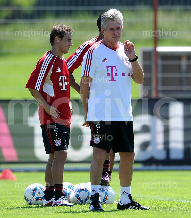 Fussball 1. Bundesliga:  Saison   2010/2011    Trainingsauftakt beim FC Bayern Muenchen 27.06.2011 Rafinha,  Trainer Jupp Heynckes  (v. li., FC Bayern Muenchen)