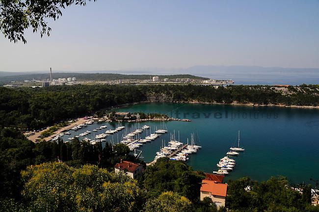 Jachthafen, Marina, Yacht-harbour of Omisalj. Omisalj ist eine kleine Küstenstadt im Nordwesten der Insel Krk, Kroatien. Die Bevölkerungsanzahl der Stadt selber beträgt 1.790 (2001). Omisalj ist eine der ältesten Städte von Krk. Sie wurde im 3. Jahrhundert von den Römern als Fulfinium gegründet. Omisalj is a small coastal town in the north-west of the island of Krk in Croatia. The population of the town itself is 1,790 (2001)..Omisalj is one of the oldest towns on Krk, dating from the 3rd century, Krk Island, Dalmatia, Croatia. Insel Krk, Dalmatien, Kroatien. Krk is a Croatian island in the northern Adriatic Sea, located near Rijeka in the Bay of Kvarner and part of the Primorje-Gorski Kotar county. Krk ist mit 405,22 qkm nach Cres die zweitgroesste Insel in der Adria. Sie gehoert zu Kroatien und liegt in der Kvarner-Bucht suedoestlich von Rijeka.