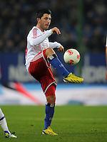 FUSSBALL   1. BUNDESLIGA    SAISON 2012/2013    14. Spieltag   Hamburger SV - FC Schalke 04                               27.11.2012 Tolgay Arslan (Hamburger SV) Einzelaktion am Ball