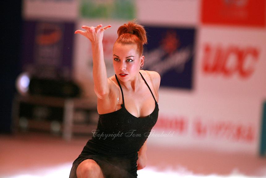 Natalya Godunko of Ukraine begins handsfree gala exhibition at 2006 Aeon Cup Worldwide Clubs Championships in rhythmic gymnastics on November19, 2006.<br />