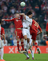 FUSSBALL   CHAMPIONS LEAGUE  HALBFFINAL HINSPIEL   2011/2012      FC Bayern Muenchen - Real Madrid          17.04.2012 Toni Kroos (li) und Mario Gomez (re, beide FC Bayern Muenchen) gegen Sami Khedira (Mitte, Real Madrid)