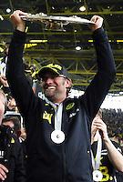 FUSSBALL   1. BUNDESLIGA   SAISON 2011/2012   34. SPIELTAG Borussia Dortmund - SC Freiburg                        05.05.2012 Trainer Juergen Klopp (Dortmund) mit Meisterschale