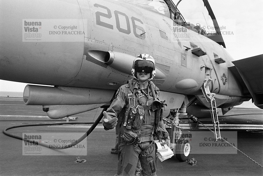"- F 14 ""Tomcat"" fighter aircraft on Roosevelt aircraft carrier (April 1989)....- aereo da caccia F 14 ""Tomcat"" a bordo della portaerei Roosevelt  (aprile 1989).."