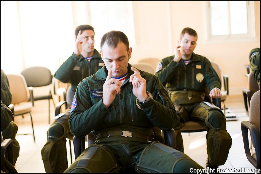 -2008- Salon-de-Provence- Pilotes dans la salle de pendant la « musique ».
