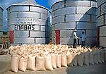 Depósito agrícola em Leon. Nicarágua. 1981. Foto de Juca Martins.
