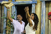 RIO DE JANEIRO, RJ, 09.02.2016 - CARNAVAL-RJ - Os atores Angelo Antonio e Dira Paes durante desfile da escola de samba Imperatriz Leopoldinense durante segundo dia de desfiles do grupo especial do Carnaval do Rio de Janeiro no Sambódromo Marquês de Sapucaí na região central da capital fluminense na  madrugada desta segunda-feira, 09.(Foto: Vanessa Carvalho/Brazil Photo Press)
