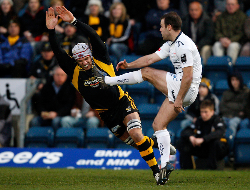 Photo: Richard Lane/Richard Lane Photography..London Wasps v Sale Sharks. Guinness Premiership. 15/04/2008. Wasps' James Haskell charges down a kick by Sale's Charlie Hodgson.