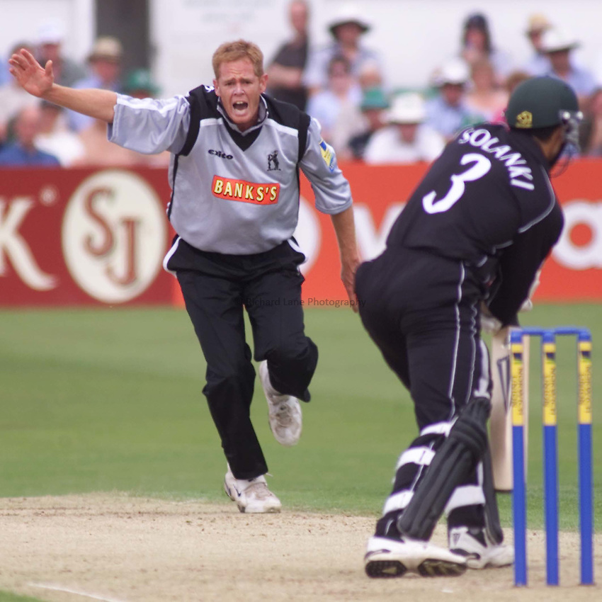 Picture : Ian Smith.20/06/2002.Worcestershire v Warwickshire. Norwich Union League One. .Warwickshire's Shaun Pollock unsuccessfully appeals for the wicket of Vikram Solanki