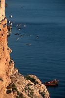 Europe/Italie/La Pouille/Polignano a Mare: Pécheur sur le front de mer
