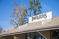 Pavilions Grocery Store on S Lake Ave in Pasadena