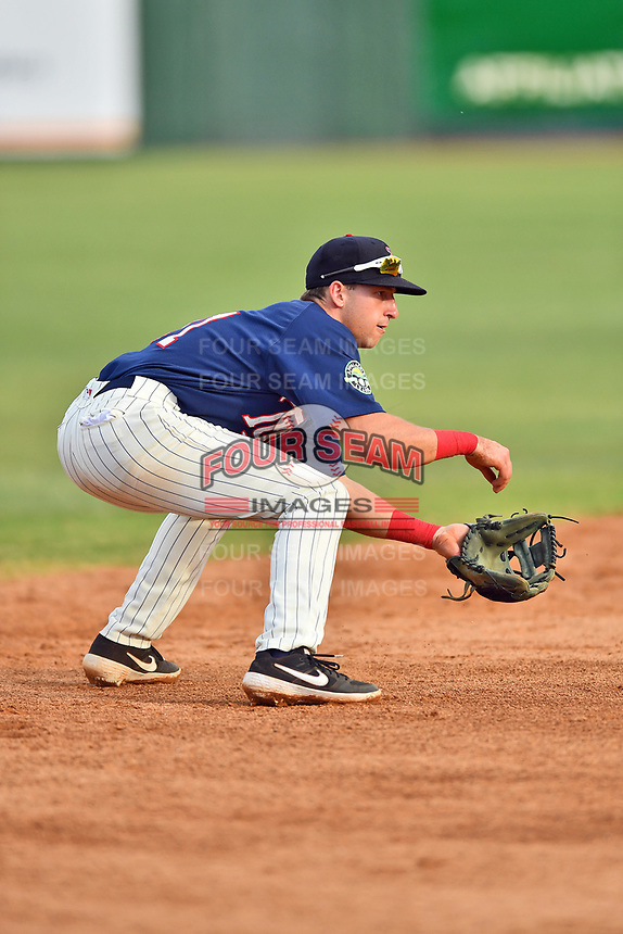 Elizabethton Twins shortstop Spencer Steer (31) reacts to the ball during a game against the Kingsport Mets at Joe O'Brien Field on July 6, 2019 in Elizabethton, Tennessee. The Twins defeated the Mets 5-3. (Tony Farlow/Four Seam Images)