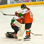 09.01.2020, BLZ Arena, Füssen / Fuessen, GER, IIHF Ice Hockey U18 Women's World Championship DIV I Group A, <br /> Ungarn (HUN) vs Italien (ITA), <br /> im Bild Petra Szamosfalvi (HUN, #8) troestet Zsofia Toth (HUN, #20) nach Spielende<br /> <br /> Foto © nordphoto / Hafner