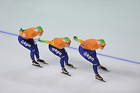 SCHAATSEN: CALGARY: Olympic Oval, 10-11-2013, Essent ISU World Cup, Team Pursuit, Ireen Wüst, Linda de Vries, Lotte van Beek (NED), ©foto Martin de Jong