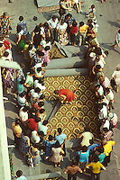 ROMANIA, Bucharest, 1981..Carpet arrivals..ROUMANIE, Bucarest, 1981..Arrivage de moquette..Š Andrei Pandele / EST&OST