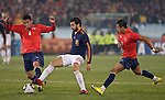 25.06.2010, Loftus Versfeld Stadium, Tshwane Pretoria, RSA, FIFA WM 2010, Chile (CHI) vs Spain (ESP)., im  Bild Cesc Fabregas of Spain in action with Mauricio Isla (L) & Alexis Sanchez of Chile.  Foto: nph /    Marc Atkins