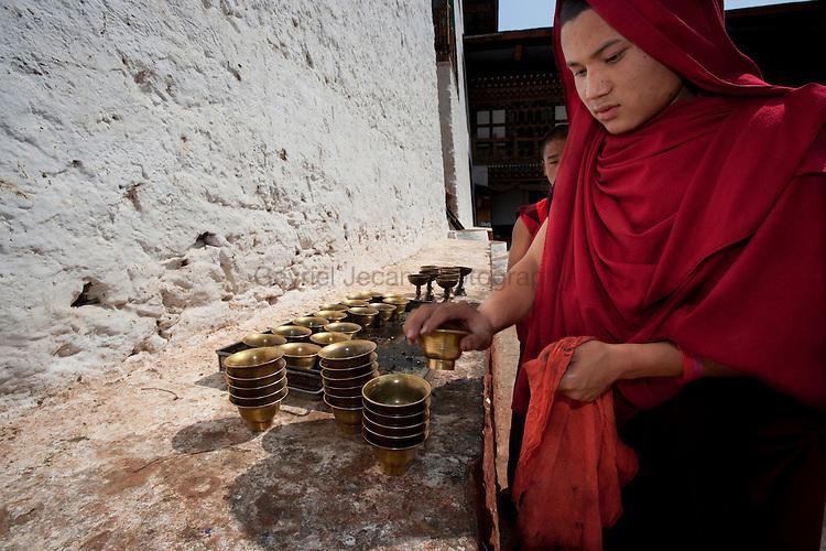 Buddhist monk lightning candels