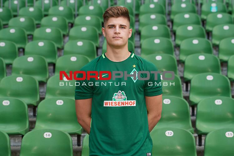 Fu&szlig;ball, GER, /3.Liga, Portr&auml;ttermin 2017/2018,<br /> <br /> Mattis Daube (Werder Bremen U23 #15)<br /> <br /> Foto &copy; nordphoto / Kokenge