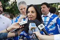 SÃO PAULO, SP - 09.06.2013: 13ª EDIÇÃO DA MEGA - CAMPANHA DE ARRECADAÇÃO DE AGASALHOS EM HIGIENÓPOLIS -  D. Lu Alckmin, durante a Mega-Campanha de Arrecadação de Agasalhos ocorre no bairro de Higienópolis, promovida pela Área de Juventude da Federação Israelita do Estado de São Paulo, que acontece pelo 13º anoconsecutivo. Cerca de 300 jovens da comunidade judaica vão aproveitar o domingo, 09 de junho, para colocar em prática um dos preceitos do judaísmo: a tzedaká,  justiça social. A concentração ocorre na Praça Vilaboim em São Paulo, de onde os participantes saem em seis caminhões e seis carros de som percorrendo o bairro para a arrecadação de agasalhos. (Foto: Marcelo Brammer/Brazil Photo Press)