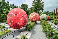 """15 ème festival international des jardins de Chaumont-sur-Loire. Thème de l'année 2006 : """"Jouer au jardin"""".<br /> Jardin """"Flower'n'roll"""" par Dutertre&Associés."""