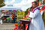 Padre Xavier Aponte blesses the altar.