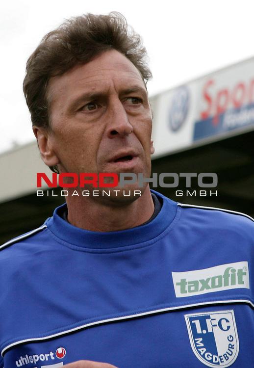 RLN 2006/2007 - 33.Spieltag R&uuml;ckrunde <br /> Kickers Emden - 1. FC Magdeburg 4:2<br /> Magdeburgs Trainer Dirk Heyne<br /> <br /> Foto &copy; nordphoto *** Local Caption *** Foto ist honorarpflichtig! zzgl. gesetzl. MwSt.<br /> <br /> Belegexemplar erforderlich