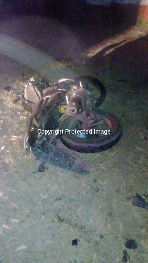 El Marqués, Querétaro. 17 de diciembre de 2016.- Cae motociclista en la carretera estatal 500 a la altura de la comunidad de Santa Cruz. El hombre perdió la pierna izquierda.