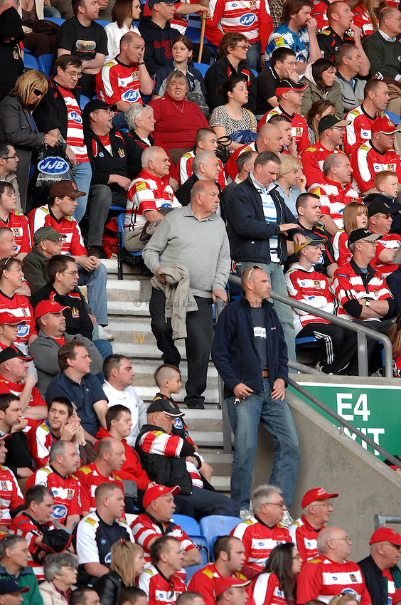 Photo: Paul Greenwood..Wigan Warriors v St Helens. Engage Super League 2007. 06/04/2007..Wigan Fans leave the ground early