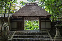 Honen-in is most famous for its two sand mounds that are said to purify the visitor.   At the approach to the temple itself are mounds of white sand that are called Byakusadan. These symbolize water that cleans your body and mind. Patterns on the top of the mounds are changed every few days.
