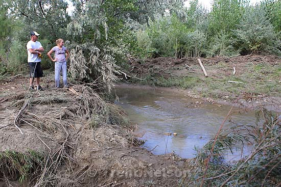 Helper - Courtney and Josh Seal continue to search the Price River for the body of their missing one-year-old son Jayden, who was washed away when a flash flood slammed into the family's vehicle July 30. The couple's 5-year-old son Levi died in the accident.; 8.17.2006<br />
