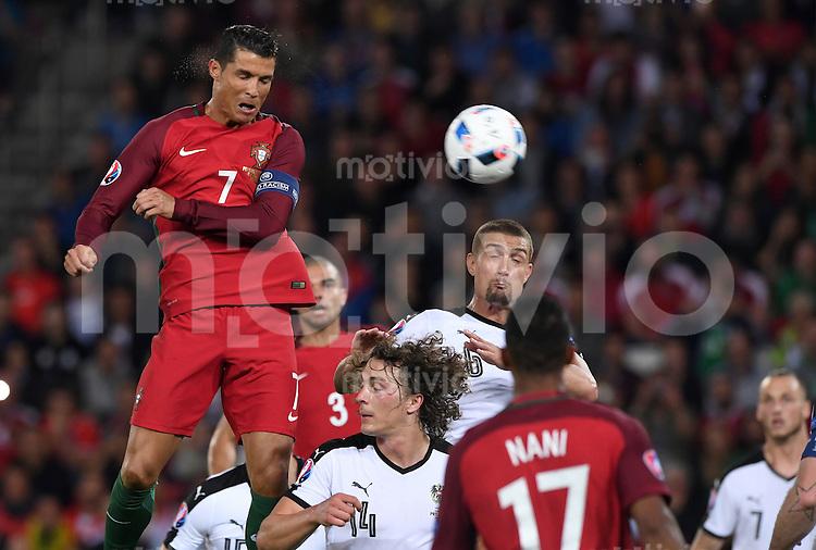 FUSSBALL EURO 2016 GRUPPE F IN PARIS Portugal - Oesterreich      18.06.2016 Cristiano Ronaldo (li, Portugal) kann ungehindert auf das Tor koepfen