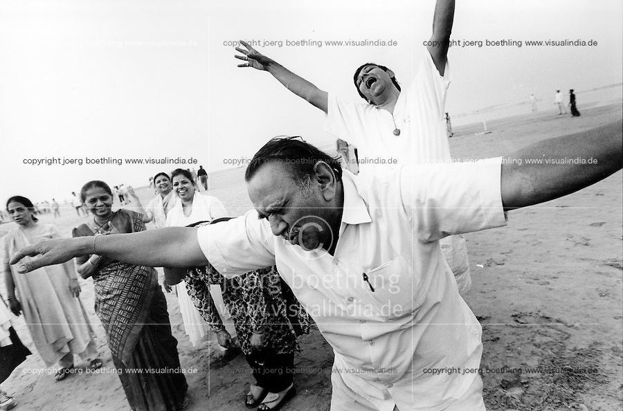 INDIA Maharashtra Mumbai Bombay, laughter club at Juhu beach / INDIEN Mumbai, Lachclub am Juhu Strand - copyright Joerg Boethling, Also as signed black&white fine print available.