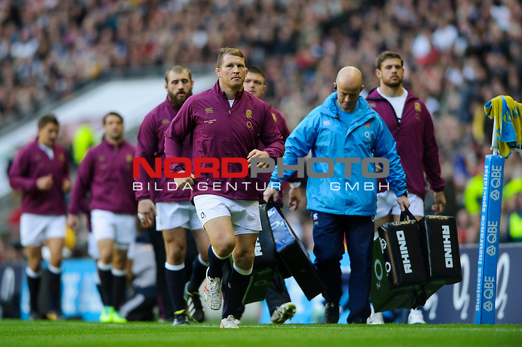 England replacement (#16) Dylan Hartley (Northampton Saints) leads the subs on a warm up during the first half of the match -  02/11/2013 - SPORT - RUGBY UNION -  Twickenham Stadium, London - England v Australia - Cook Cup - QBE Autumn Internationals.<br /> Foto nph / Meredith<br /> <br /> ***** OUT OF UK *****